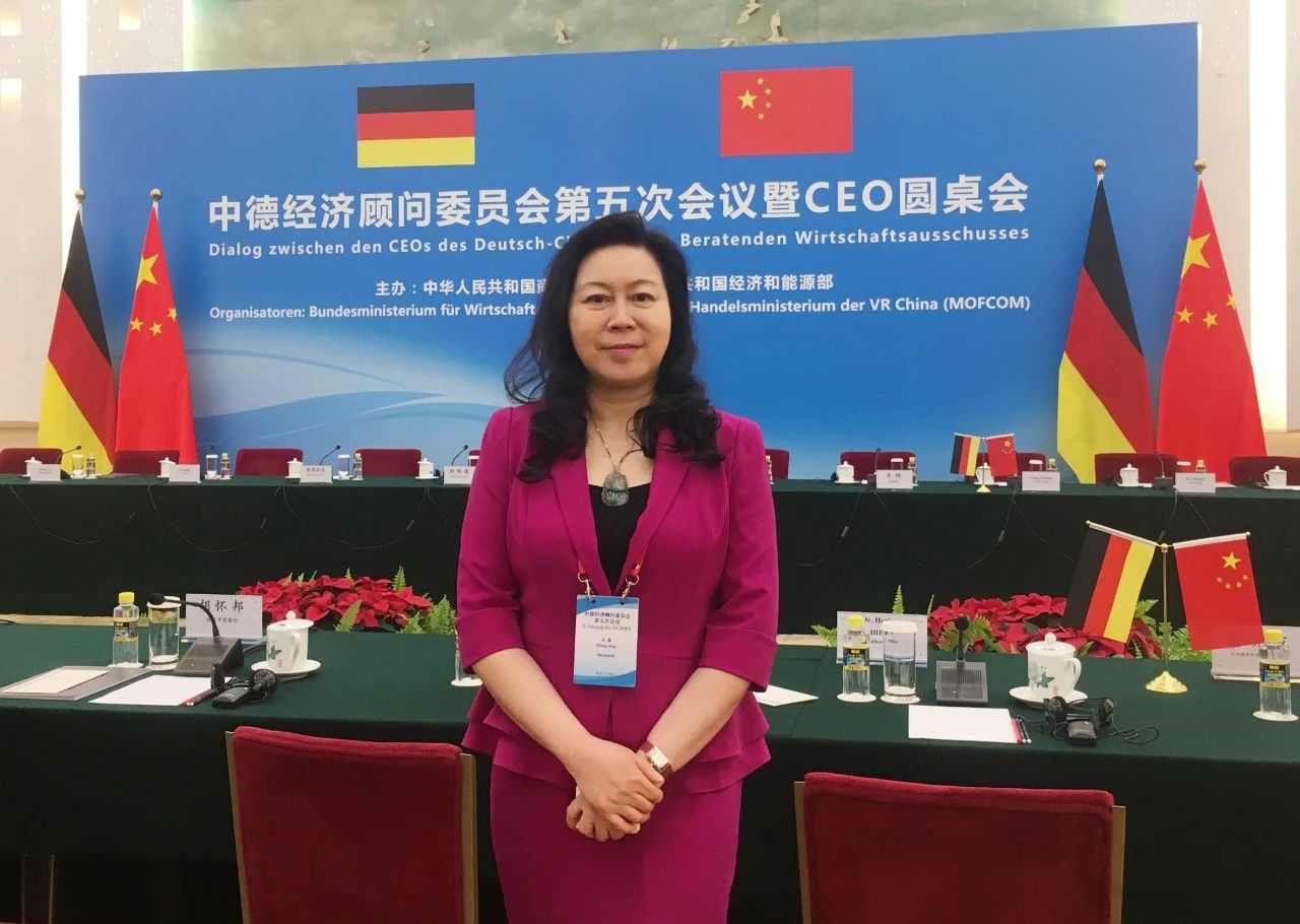 China-Germany Prime Ministers Hold a Symposium with Business People from Both Countries